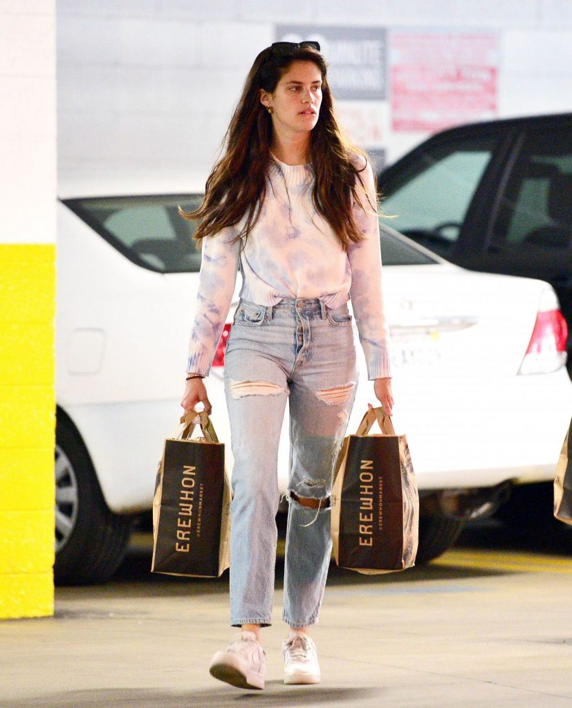 Sara Sampaio in Ripped Jeans – Shopping in LA 2020 (7 Photos)