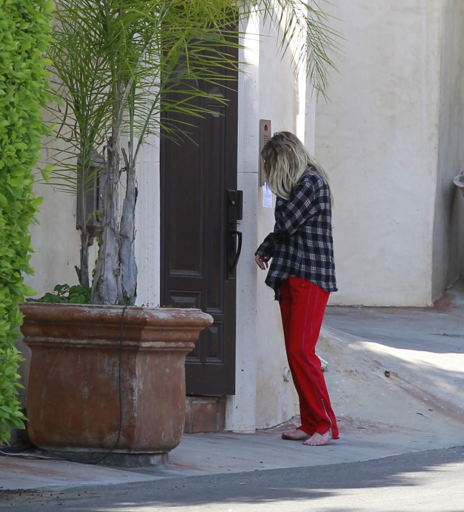 Ashley Benson – Out in Los Angeles 2020 (5 Photos)