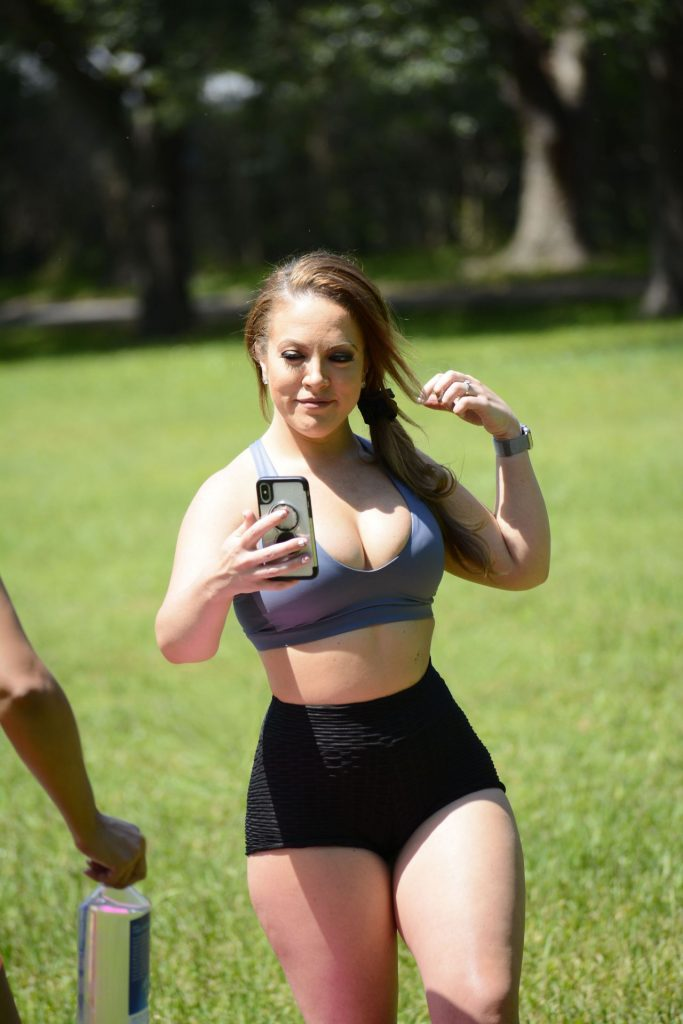Carmen Valentina and Donna Bella in Workout Outfits 2020 (15 Photos)