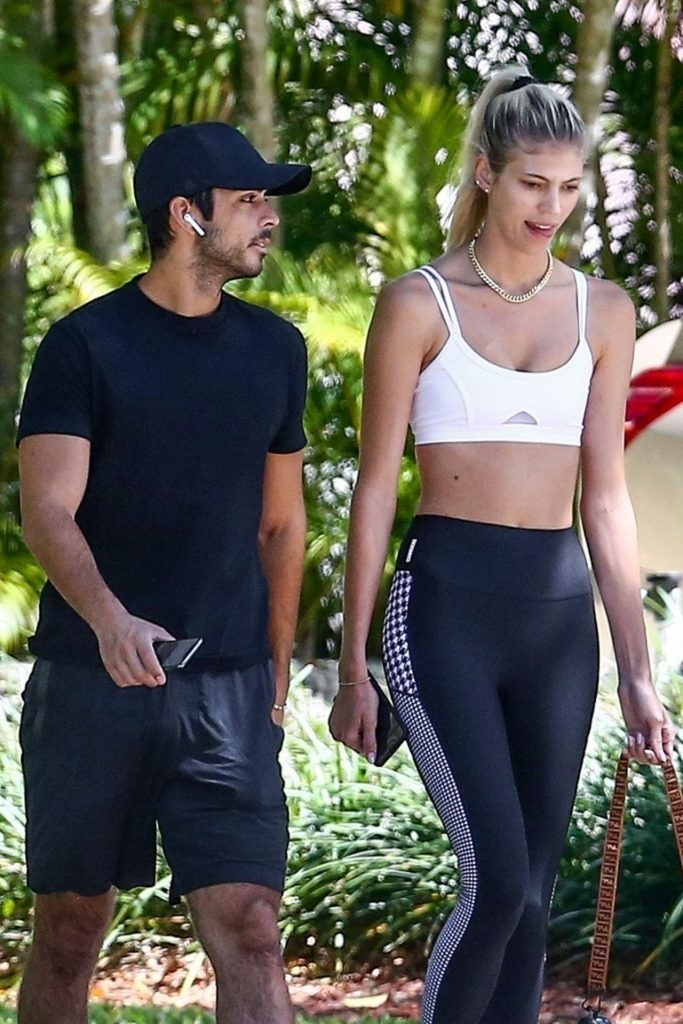 Devon Windsor – Jogging in Miami 2020 (14 Photos)