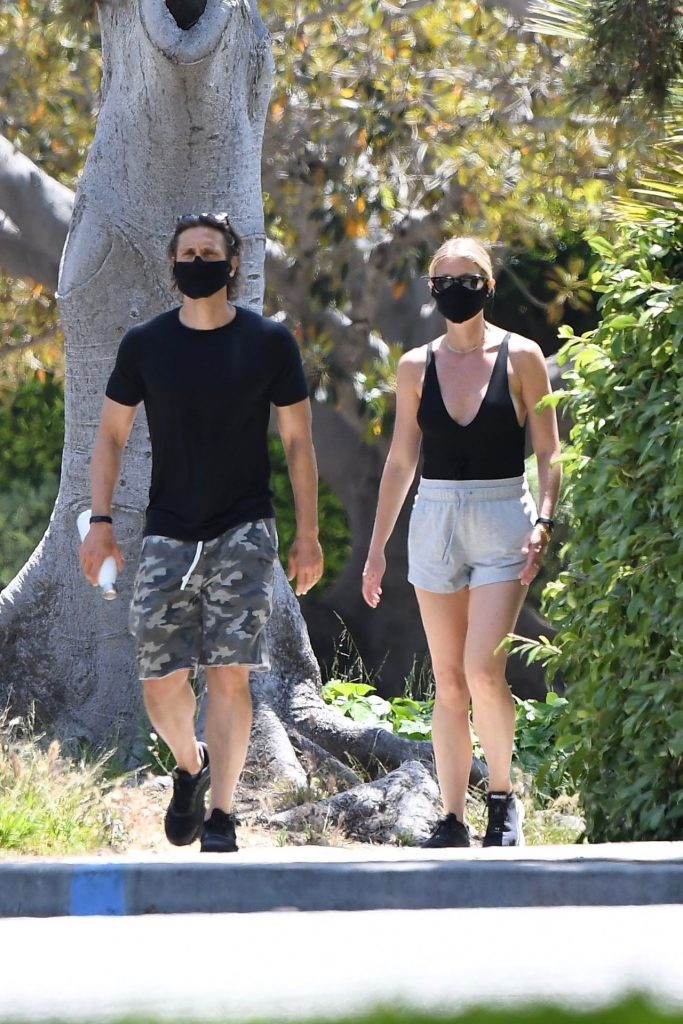 Gwyneth Paltrow – Out in Los Angeles 2020 (6 Photos)