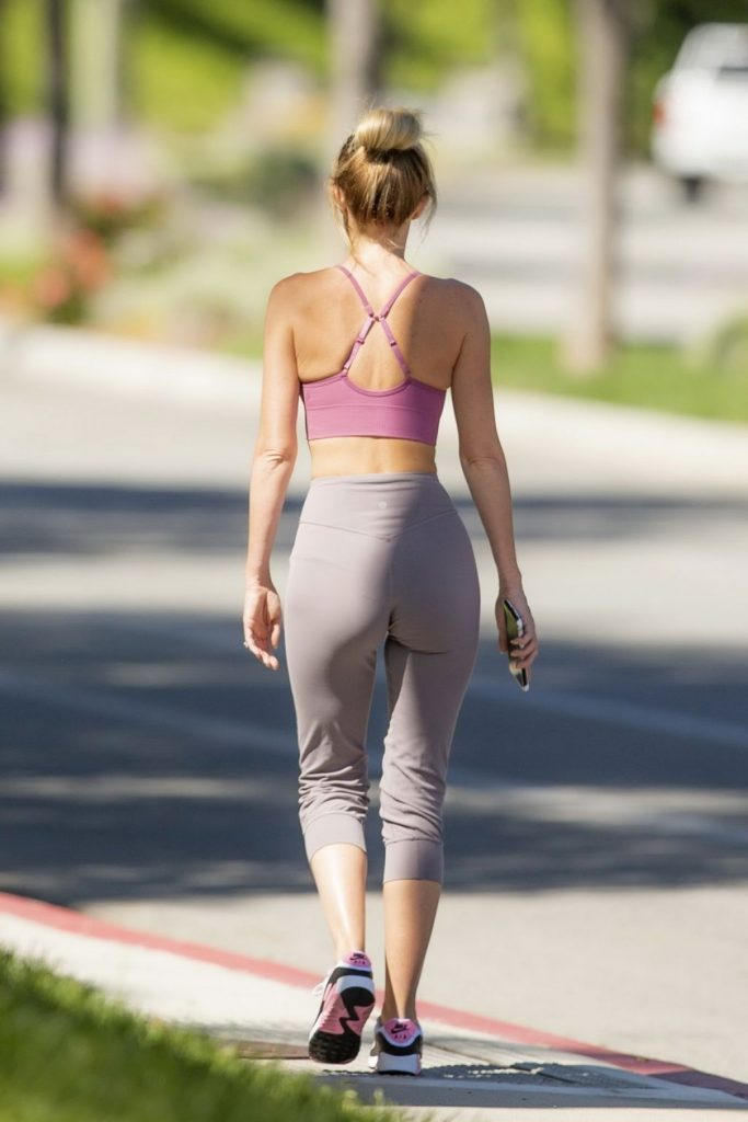 Hayley Roberts Hasselhoff – Out in Calabasas 2020 (13 Photos)
