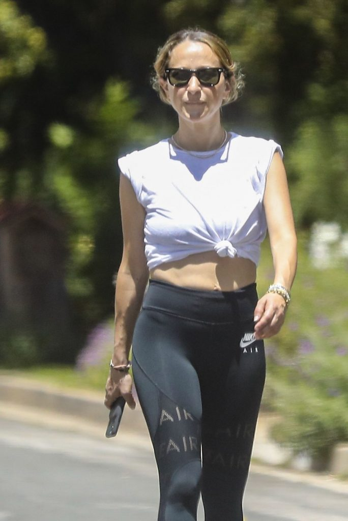 Jennifer Meyer in Tights – Out in Santa Monica 2020 (7 Photos)