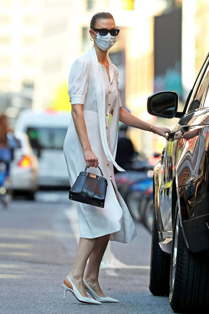 Karlie Kloss in Casual Outfit – NYC 2020 (12 Photos)