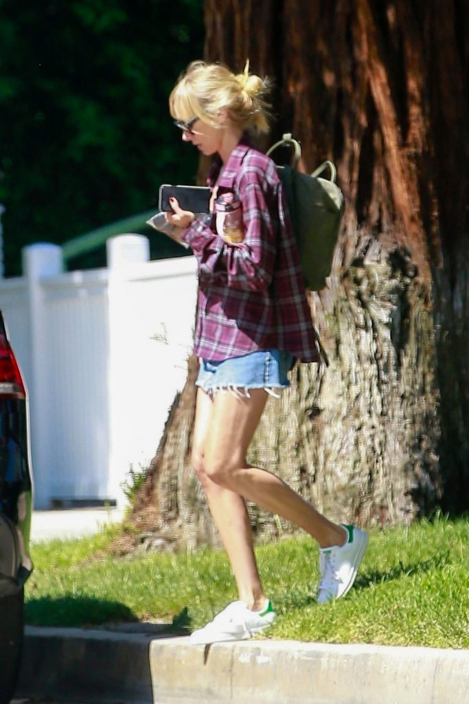 Kimberly Stewart – Out in Studio City 2020 (6 Photos)