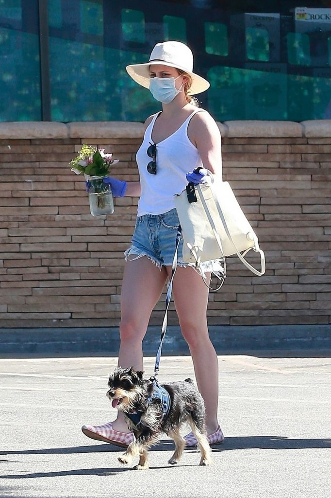 Lili Reinhart – Out in Los Angeles 2020 (10+ Photos)