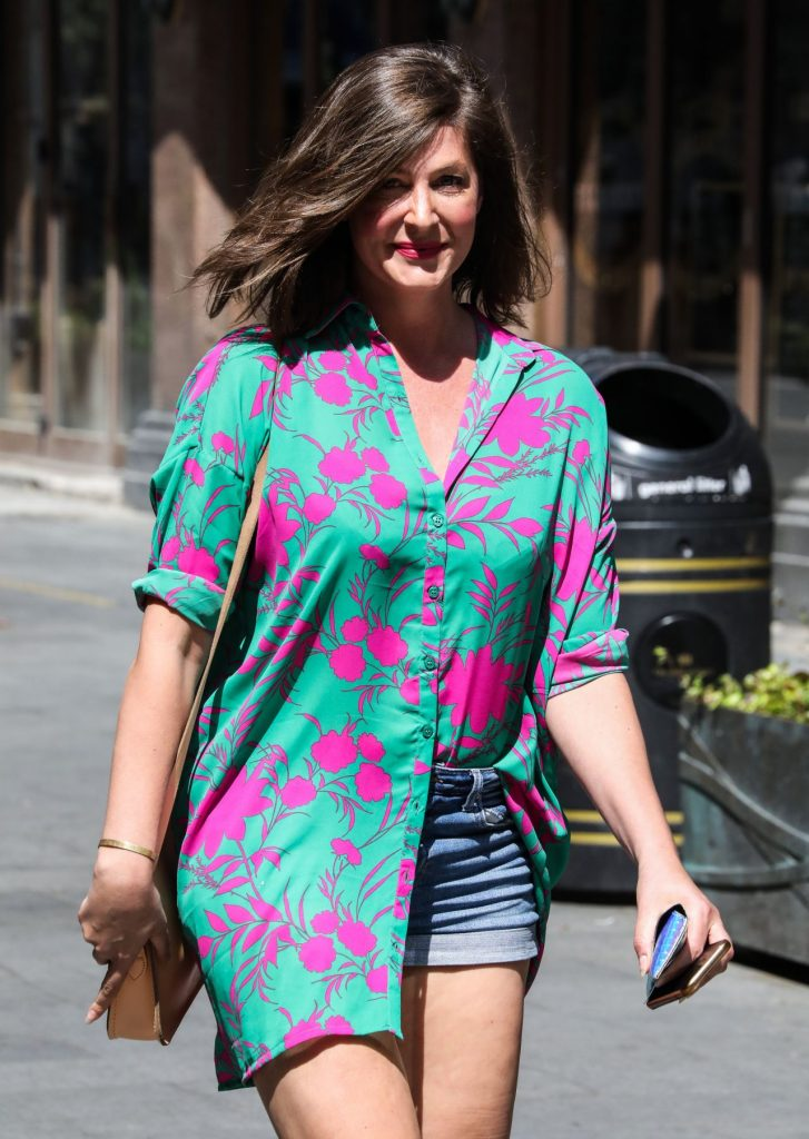 Lucy Horobin – Departing The Global Radio Studios in London 2020 (5 Photos)