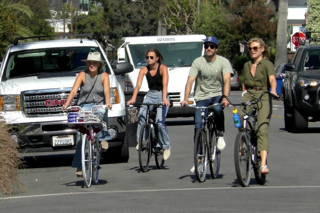 Malin Akerman – Ride Bike in Venice 2020 (10 Photos)