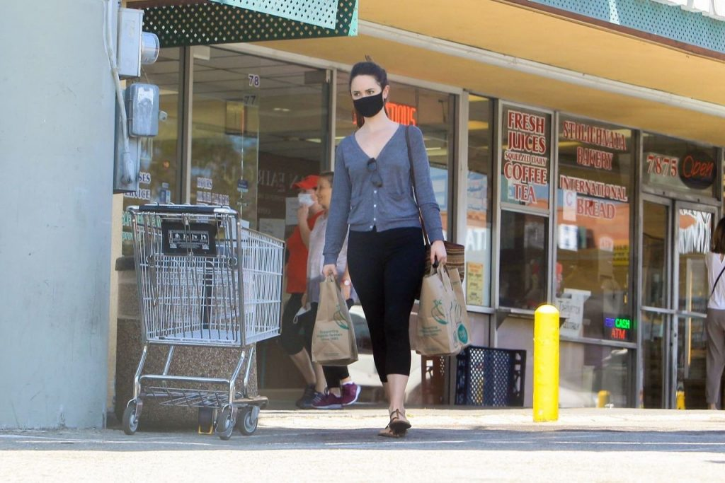 Odette Anabelle – Shopping at Wholes Foods in LA 2020 (4 Photos)