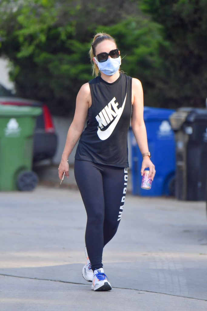 Olivia Wilde in Sporty Outfit – Hike in Los Angeles 2020 (7 Photos)