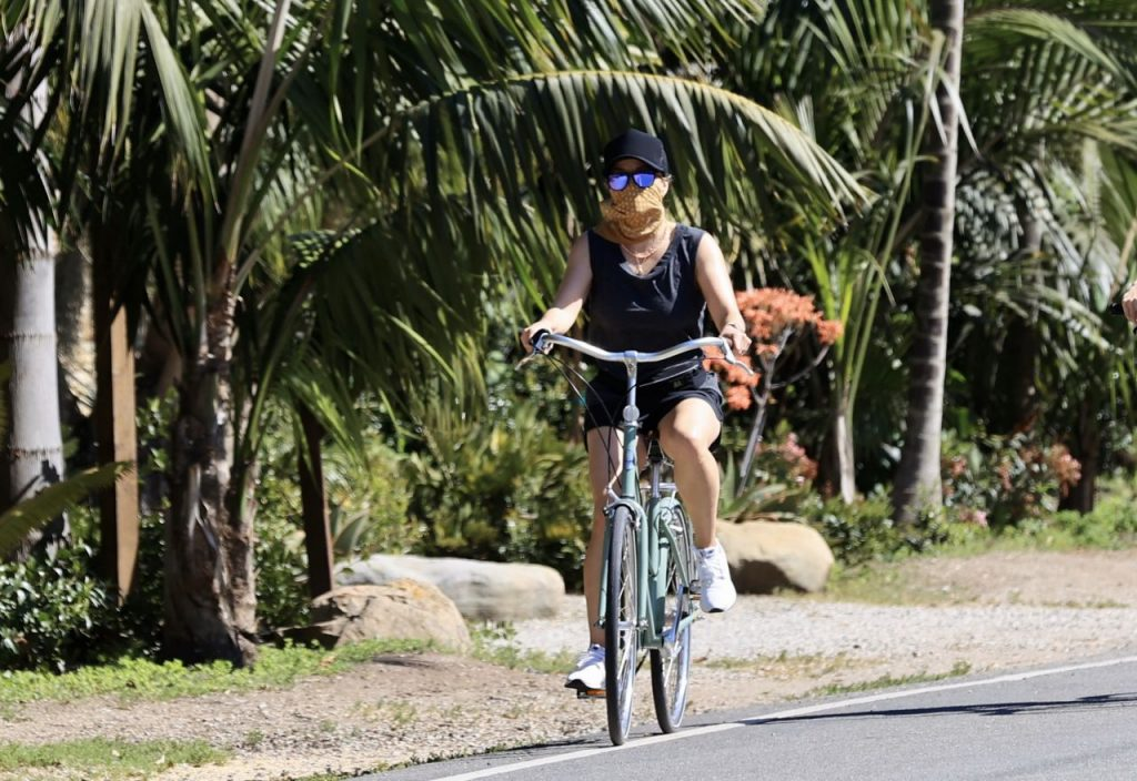 Reese Witherspoon – Riding a Bike in Malibu 2020 (4 Photos)