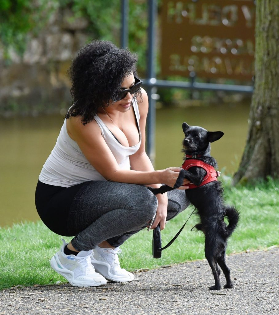 Sarah Jane Crawford – Walking Her Dog in Manchester 2020 (9 Photos)