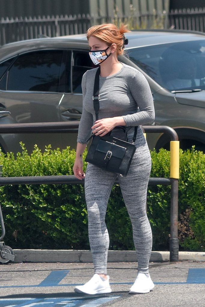 Ariel Winter in a Sporty Gray Ensemble 2020 (19 Photos)