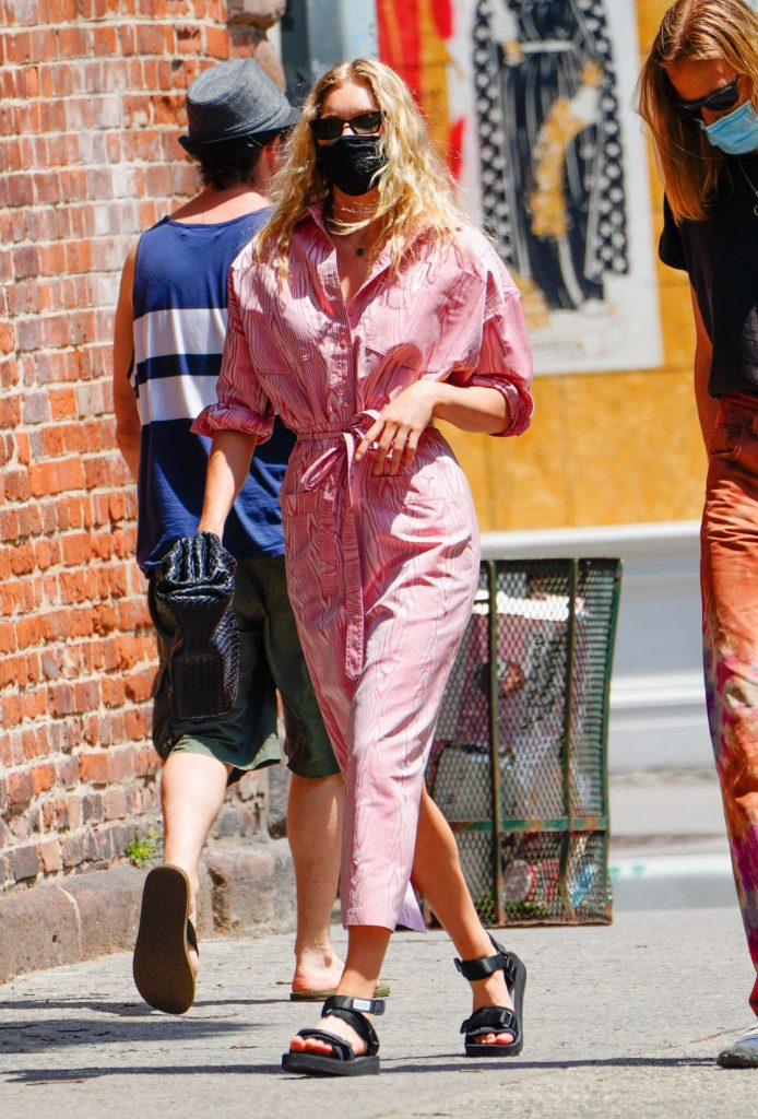 Elsa Hosk in Pink Out in New York 2020 (10+ Photos)