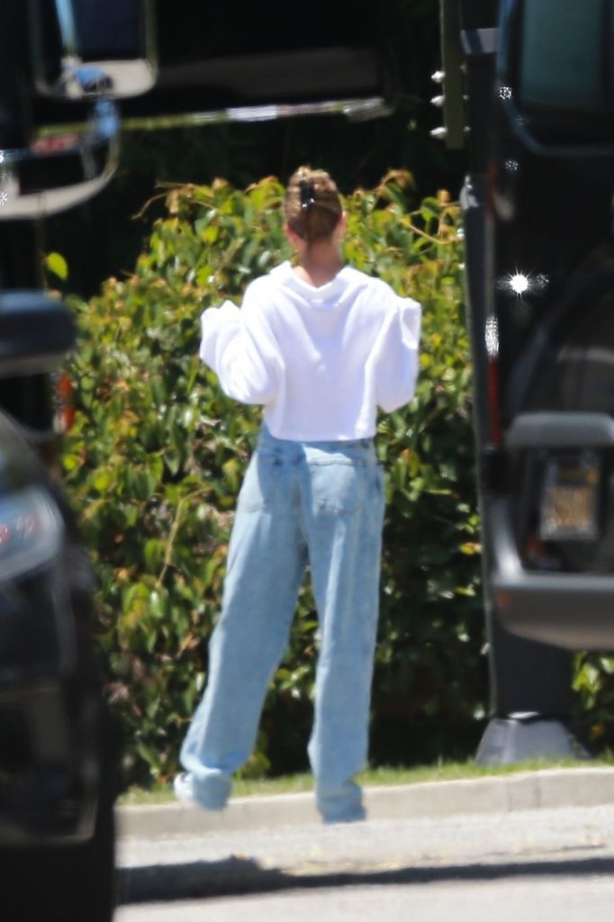 Hailey Bieber and Justin Bieber – Playing Basketball in Beverly Hills 2020