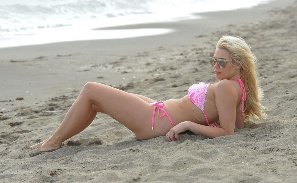 Shannen Reilly McGrath in a Pink Bikini in Poole Dorset 2020 (13 Photos)
