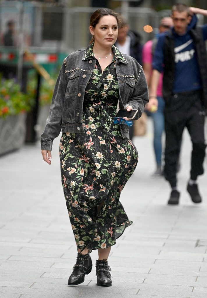 Kelly Brook – Out in London 2020 (10 Photos)