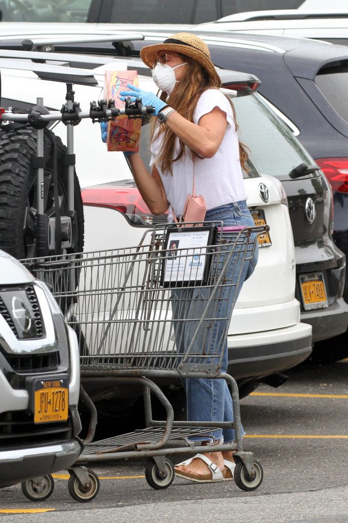 Brooke Shields – Grocery Shopping in Sag Harbor 2020