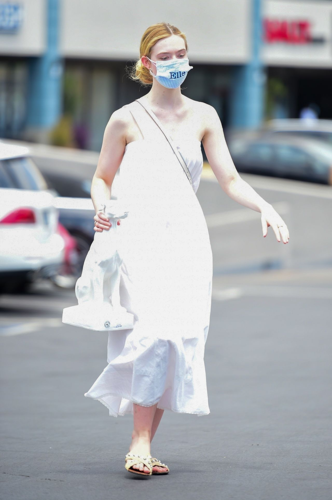 Elle Fanning – Shopping in Los Angeles 2020
