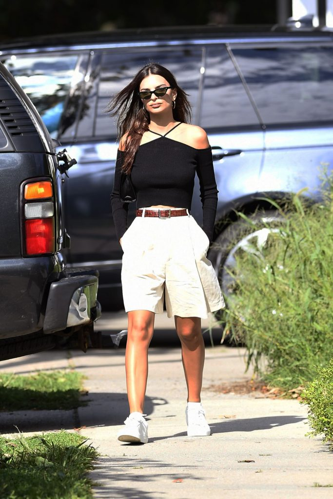 Emily Ratajkowski in Unflattering Pleated Culottes 2020